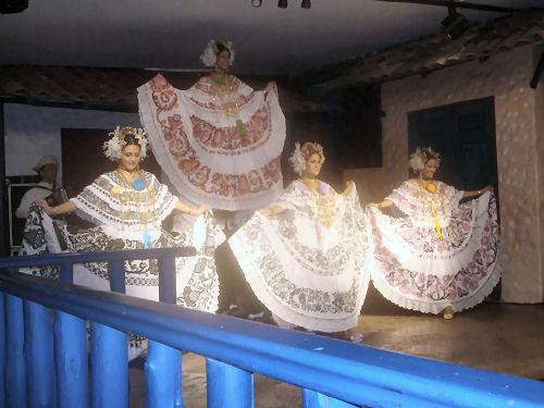 Pollera Dancers