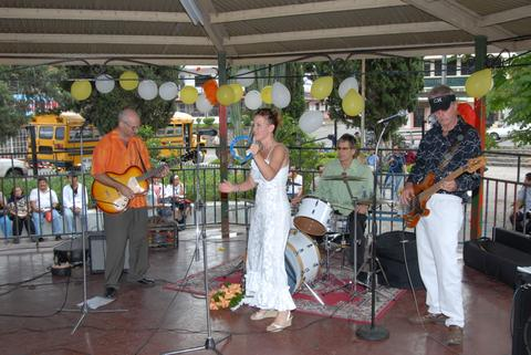Friends Bob & Dana played at their own wedding in the park in downtown Boquete