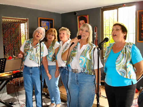The Boquettes singin' the Oldies at Guari, Guari in nearby Palmira